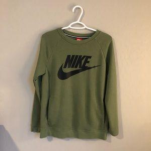 🌵NWOT🌵 Nike sweatshirt with pockets